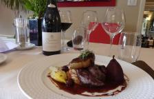 filet de lièvre , foie gras poêlé et sauce chocolat griottes